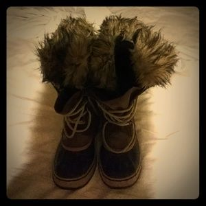 Sorel size 7 all-weather boots